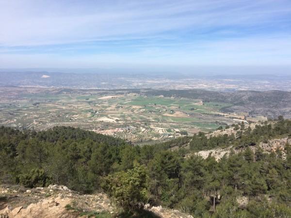 Paisaje desde la ruta. Sierra de Mariola (Alicante)