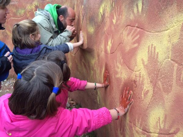 Pintando cuevas como en la prehistoria en el CAREX. Atapuerca (Burgos)