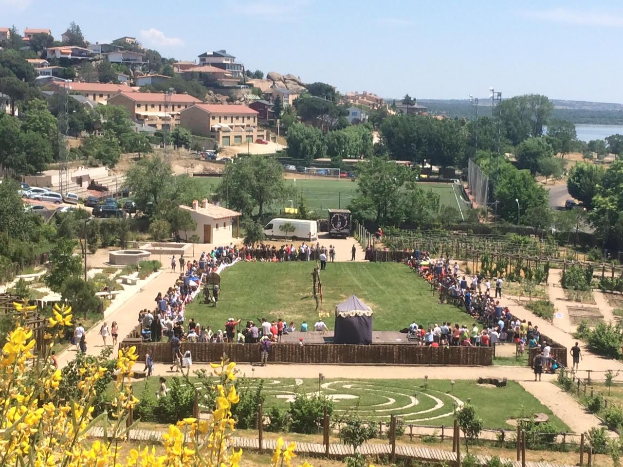 Viendo el torneo en el Castillo de Manzanares el Real (Madrid)