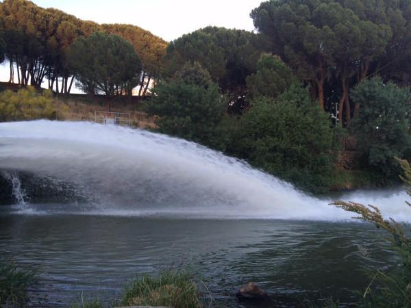 Tubería de la presa del Manzanares. El Pardo (Madrid)