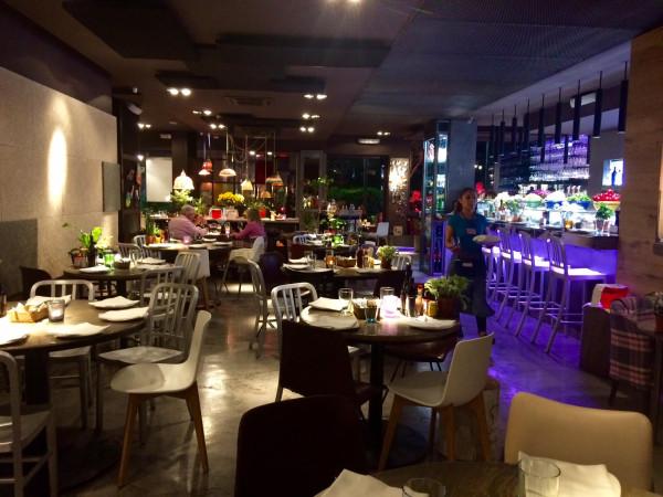 Interiores del restaurante LaBarra en Sant Cugat