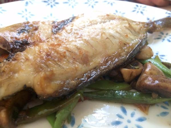 Pescado con verduras en Maricastaña