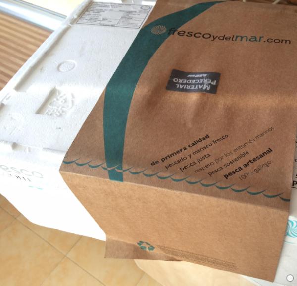 Paquete que llega a casa después de hacer el pedido online.