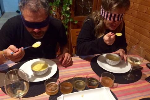 Probando la sopa de rape con azafrán y cayena