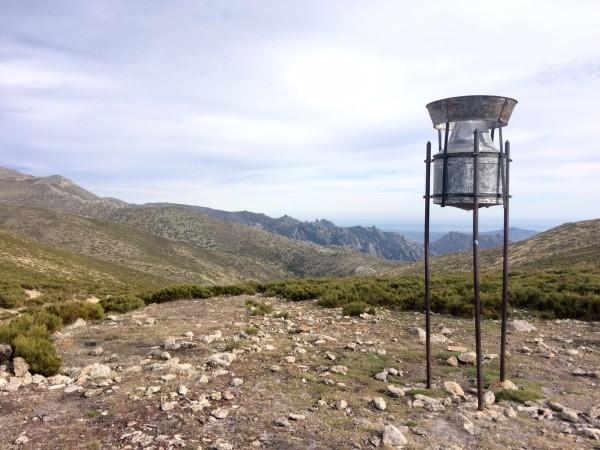 En el pluviómetro comienza el ascenso por una roquera hasta la cumbre de la Maliciosa