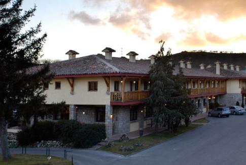 Exterior del hotel rural Hacienda Los Robles (Navacerrada)