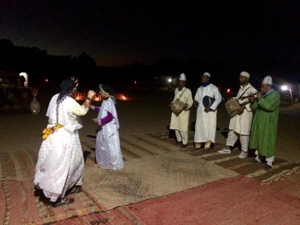 Bailes bereberes en el campamento (Marruecos)