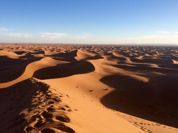 Vistas del desierto desde la Gran Duna (Marruecos)