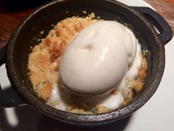 Crumble de manzana con helado de vainilla (super rico)