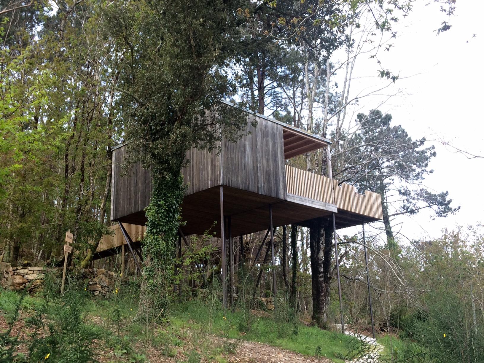 8 propuestas disfrutonas para dormir en una caba a en los rboles familias disfrutonas - Casas en los arboles girona ...