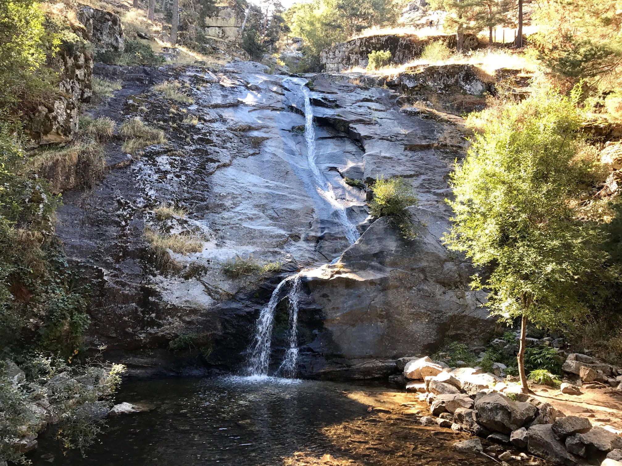 Ruta por la cascada del chorro hasta los refugios for Piscinas naturales navafria