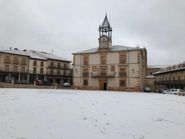Plaza de Riaza nevada (Segovia)