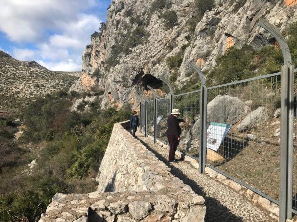 Pasarelas para visitar las pinturas de Pla de Petracos