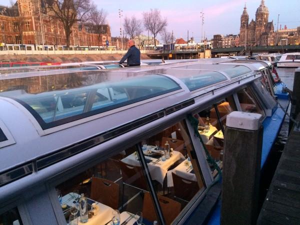 Cena y paseo por los canales de Amsterdam