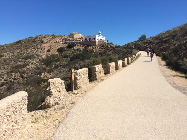 Camino hacia el Faro de Albir (Alicante)
