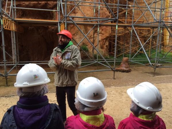 Con Álvaro, arqueólogo, recorriendo los yacimientos de Atapuerca (Burgos)