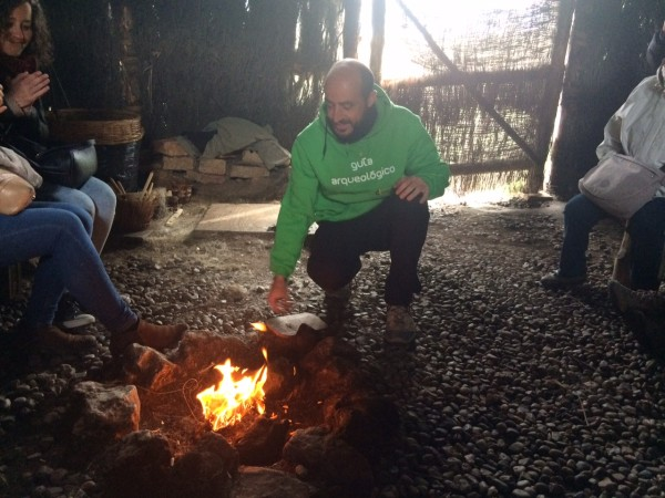 Álvaro nos enseñó cómo hacer fuego en el CAREX (Atapuerca-Burgos)