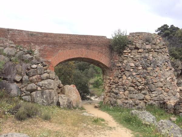 Construcción abandonada de molino en el Río Perales (Navalagamella- Madrid)