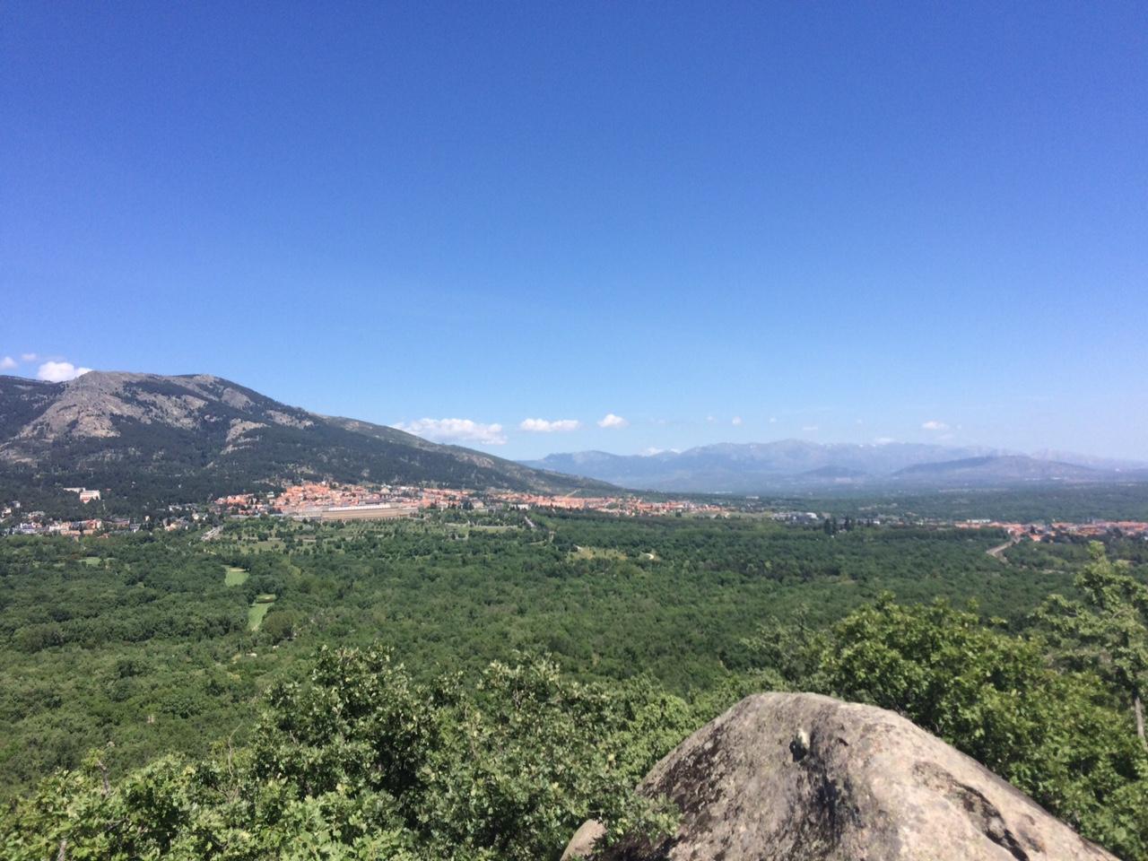 Vista del Monasterio del Escorial desde la Silla de Felipe II. Bosque de la Herrería