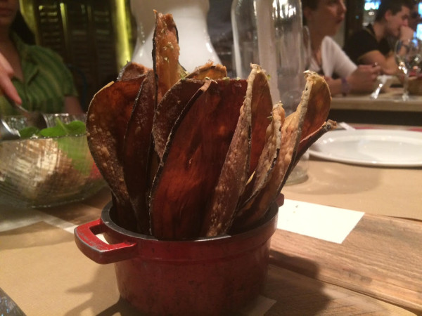 Chips de berenjenas con miel. Rest. Saporem (Madrid)