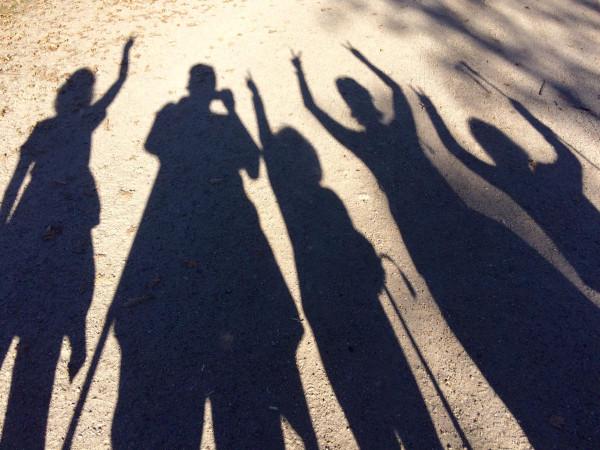 Nuestras sombras en la ruta