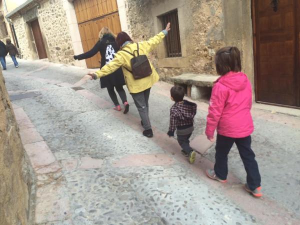 Buscando escudos con los peques por Pedraza (Segovia)