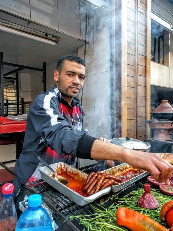 Comiendo en los puestos callejeros