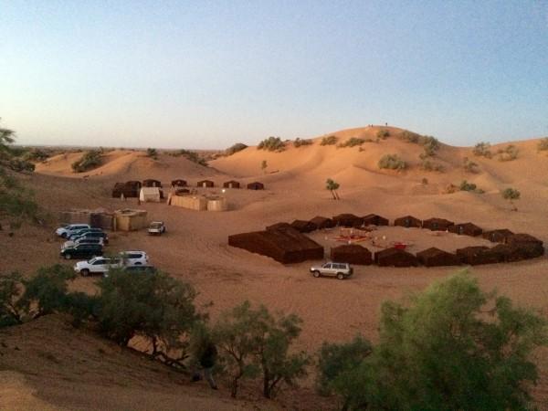 Campamento visto desde las dunas (Marruecos)