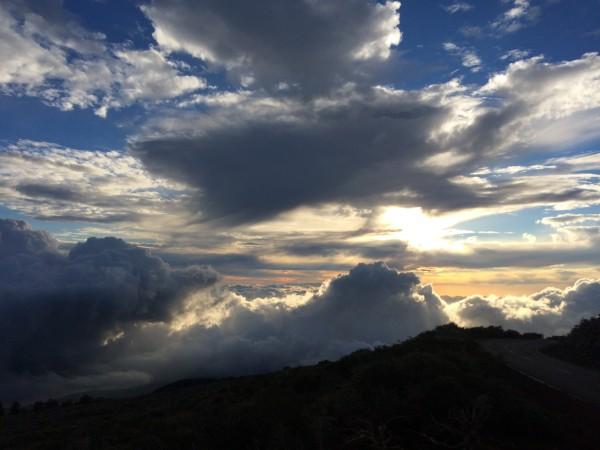 Nubes subiendo al Roque de los Muchachos